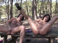 Chicas Loca - Gigi Love squirting on a table