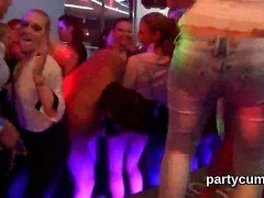 Dancing slut tempt stripper studs in a club and suck dick