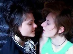 2 girls mututal masturbation